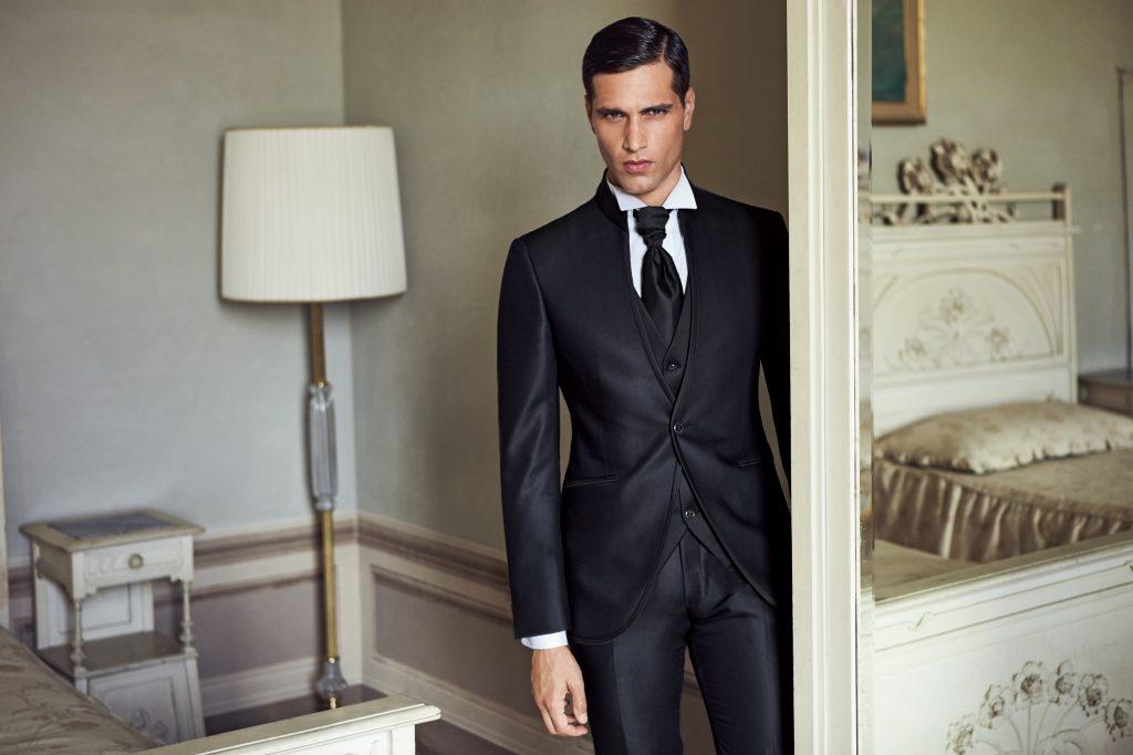 Abiti da sposo Lubiam milano gil moda (24). Abito elegante da cerimonia blu  con gilet ... b5ee0cac762